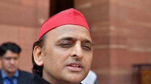 अखिलेश का योगी पर निशाना, 'हाथरस में हो रही वारदात, मुख्यमंत्री बंगाल घूम रहे'